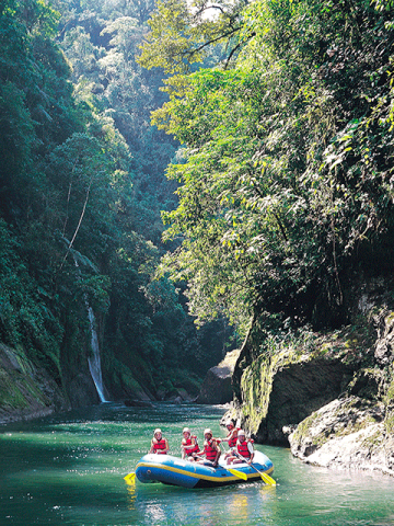 02-RIVER-RAFTING-PACUARE-CANYON